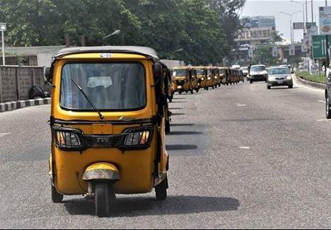 Lagos photographer, Bolaji Alonge and his Belgian fianc?e, Sandra wed with a convoy of 20 Keke Napeps (Photos)