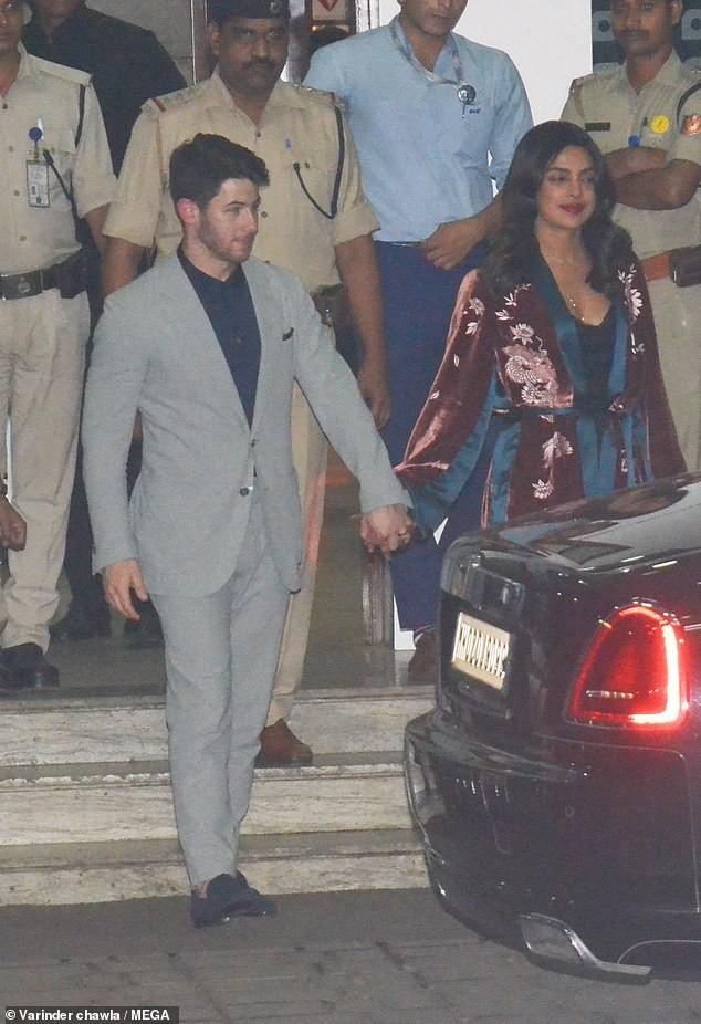 Newlyweds Priyanka Chopra and Nick Jonas arrive in Mumbai after their wedding reception in New Delhi?(Photos)