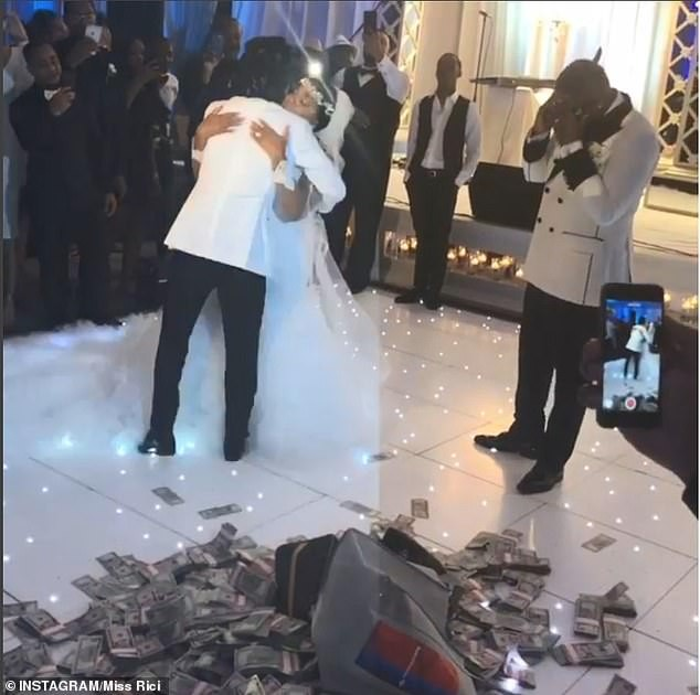 US singer Jacquees dropped two bags stuffed with $100,000 in cash onto the dance floor as wedding gift to his mother (Video)