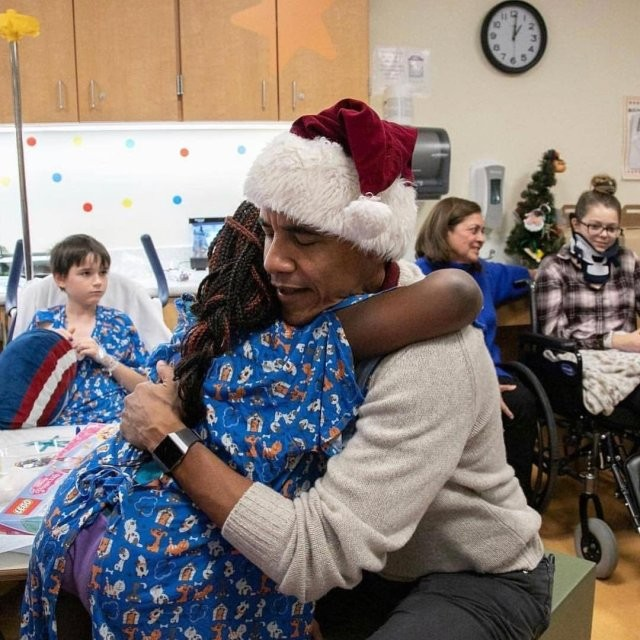 Photos: Barack Obama surprises patients at the Children?s National Hospital in Washington, D.C with Christmas gifts