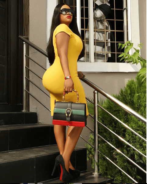 Actress Daniella Okeke and her curves step out in a figure-hugging dress (Photo)