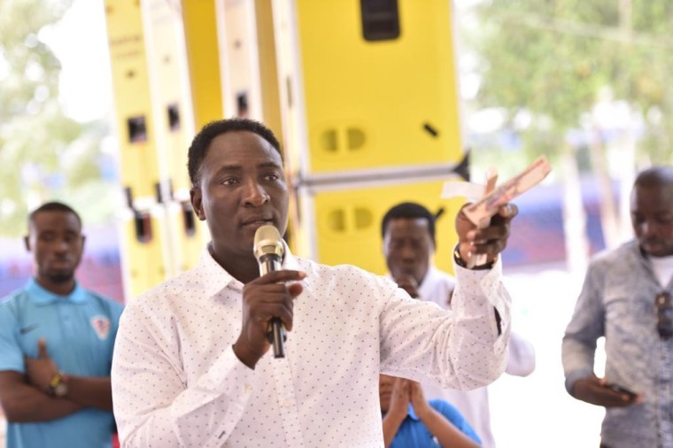Christmas Blessings: Prophet Jeremiah Omoto Fufeyin gift workers #30 Million, says Nigeria will be better