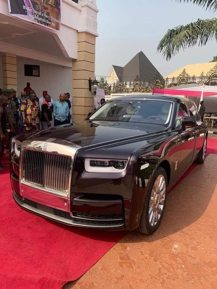 Billionaire businessman, Arthur Eze, acquires 2019 Rolls Royce (photos)