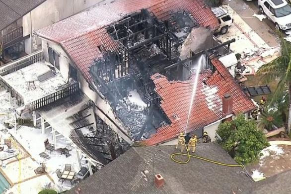 5 people killed, 3 injured after plane crashes into a house in California