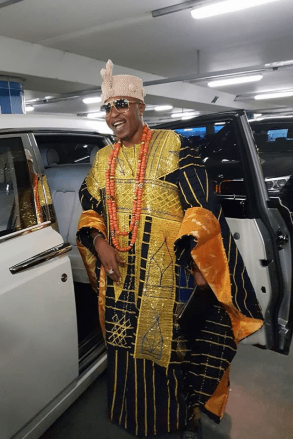 Flamboyant Nigerian monarch, Oluwo of Iwoland, Rasheed Akanbi, boasts about white man holding umbrella over his head as he arives London in style