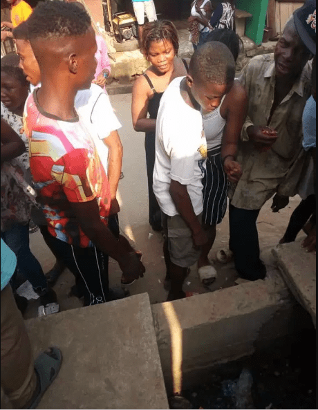 Dead baby dumped in a drainage in Lagos (photos)