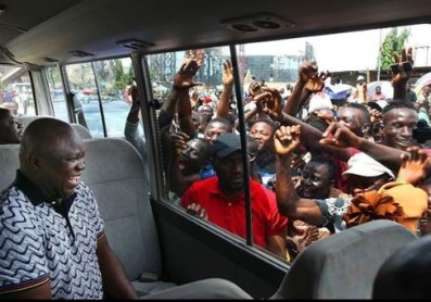 Caption this photo of Governor Ambode and some Lagosians hailing him?