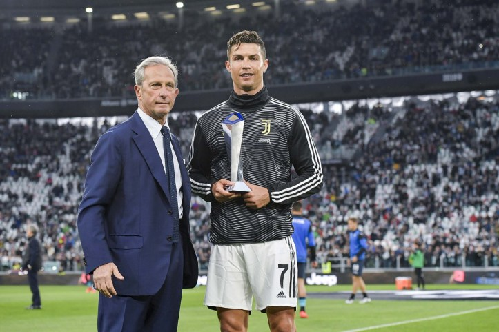 Cristiano Ronaldo receives the award for best player in Italy, as Juventus celebrate eighth successive Serie A (Photos)