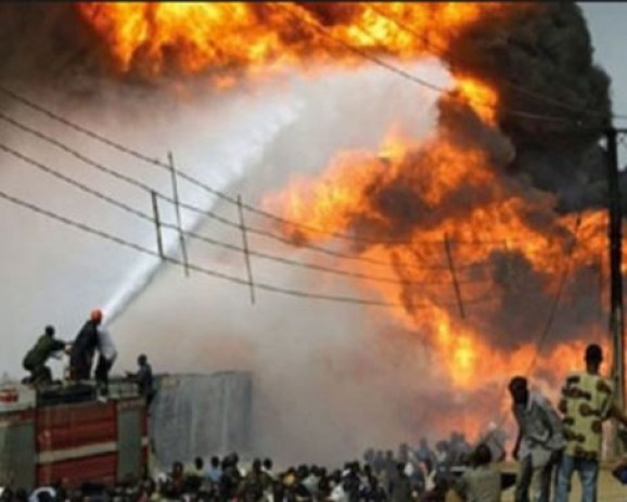 Bomb blast kills?seven people and injures 20 others at a Shi?ite Muslim mosque
