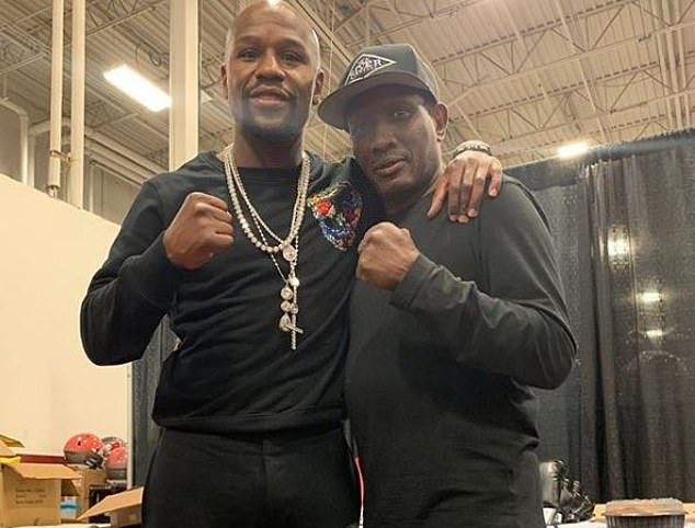 Floyd Mayweather pays tribute to boxing great Pernell
