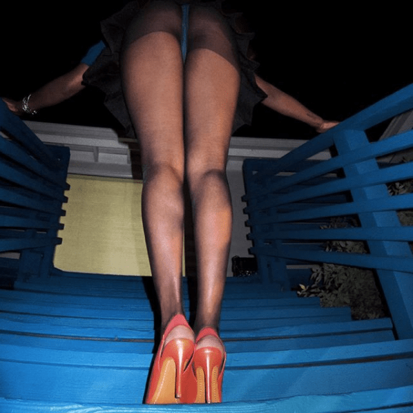 Azealia Banks exposes her boobs and butt as she goes underwear free (photos)