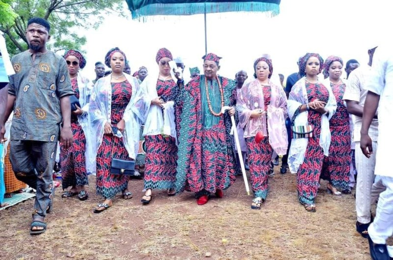Lovely new photos Alaafin of Oyo and his Oloris