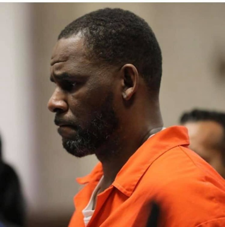 Photos and video of R.Kelly handcuffed and in prison outfit as he appears in court