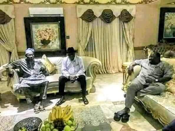 """""""No atom of respect"""" - Female journalist slams Governor Dickson for sitting """"disrespectfully"""" in front of former Presidents, Obasanjo and Jonathan"""
