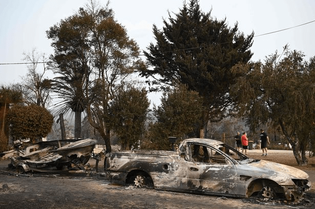 Australia bushfires death toll reaches 12 with at least four people missing