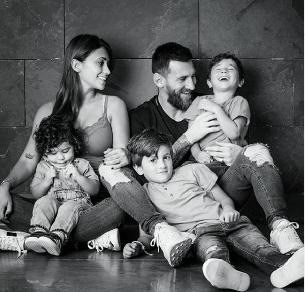 Beautiful photo of Lionel Messi, his wife and their three sons
