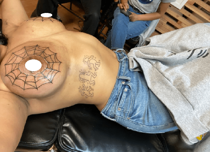 Twitter user gets spider web tattooed on her breasts (+18 photos)