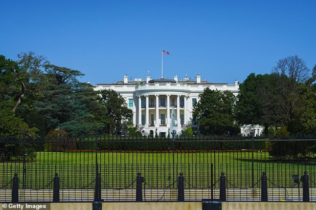 Man with knife arrested outside the White House after telling Secret Service he was there to