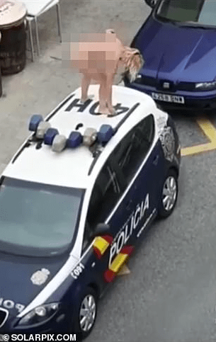 WATCH: Police Arrest Wild Naked Woman in Costa Del Sols