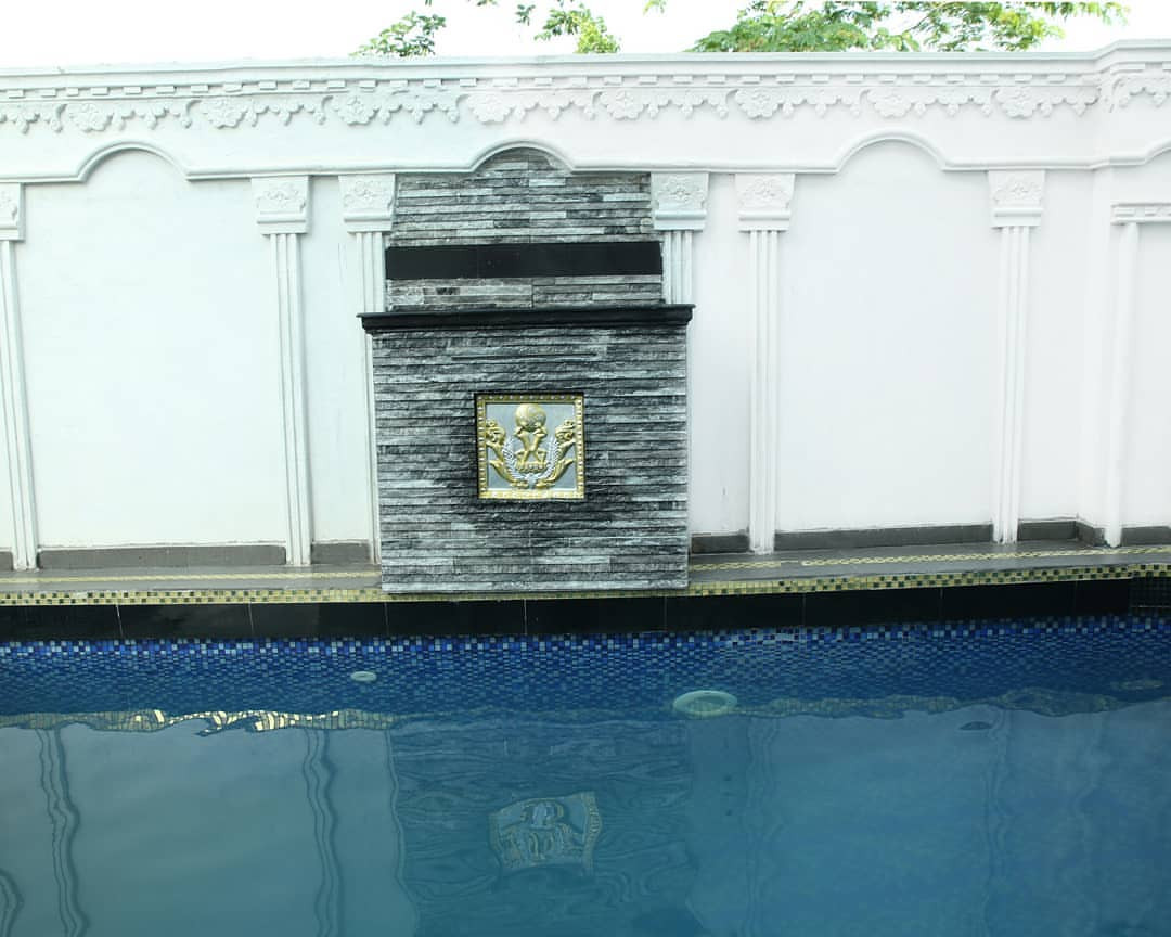 Comedian, I Go Dye, donates his mansion to the Federal government to be used as an Corona Virus Isolation center (photos)