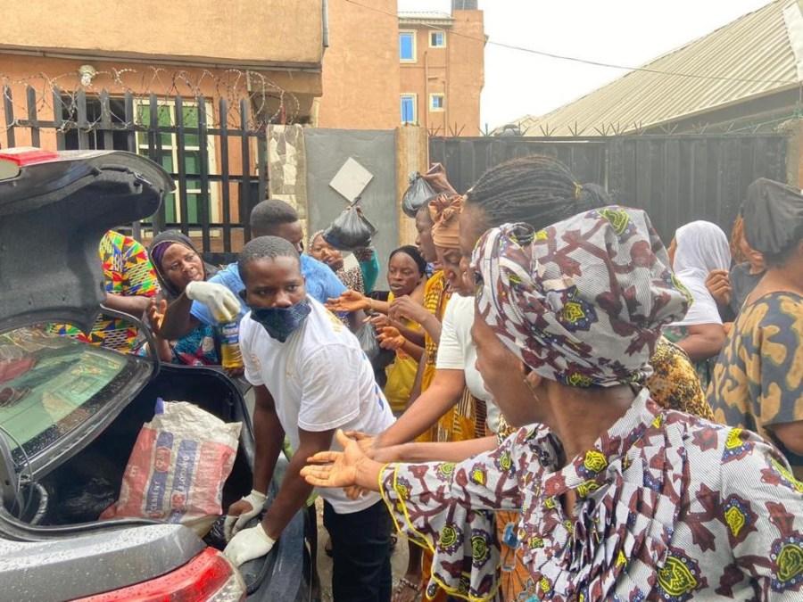 Nollwood actor, Mr. Olu Micheals distributes Coronavirus relief materials to vulnerable