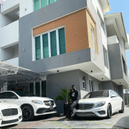 Kizz Daniel shows off his house and his expensive cars  (photo)