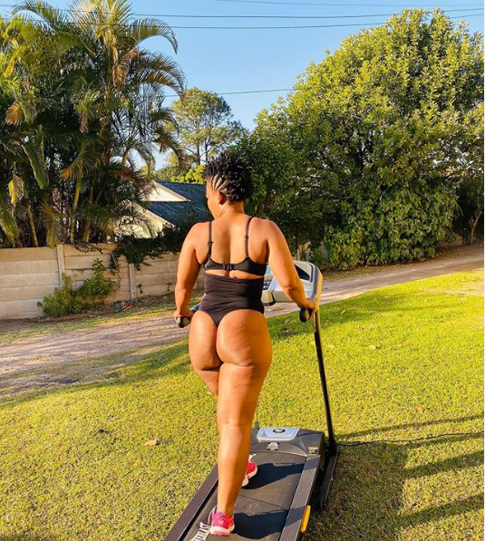 Zodwa Wabantu?puts her pub*c hair on display as she shows her acrobatic skills with impressive handstand (Photos)