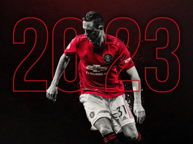 Manchester United star Nemanja Matic signs new 3 year deal with club (photos)
