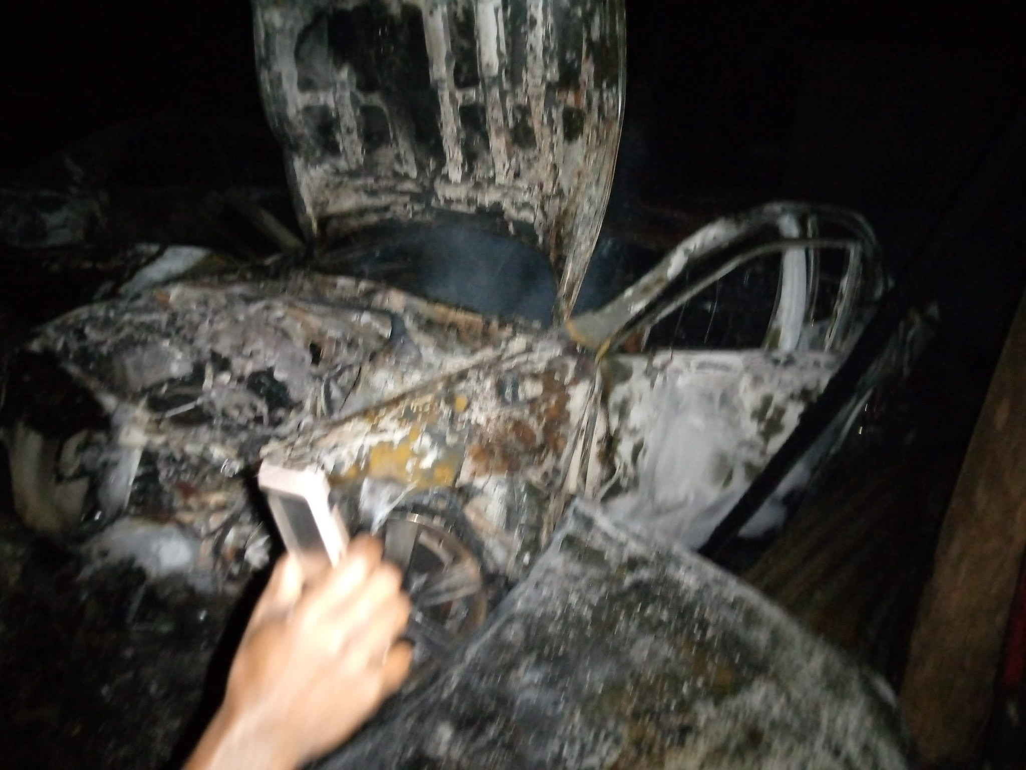 Cars destroyed as fire guts mechanic shop in Delta (photos)