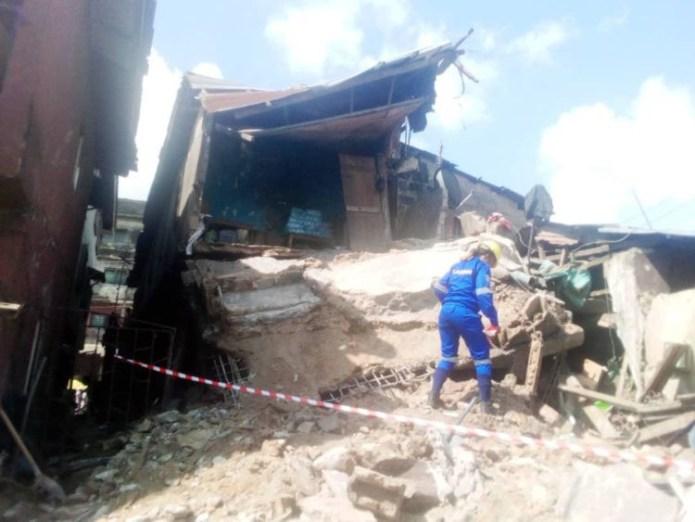 77 escape death as building collapses in Lagos (photos)