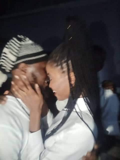 Nigerian lady kneels down to accept boyfriend