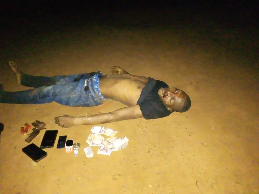 One killed as police engage armed robbery suspects in a gun battle in Anambra (photos)