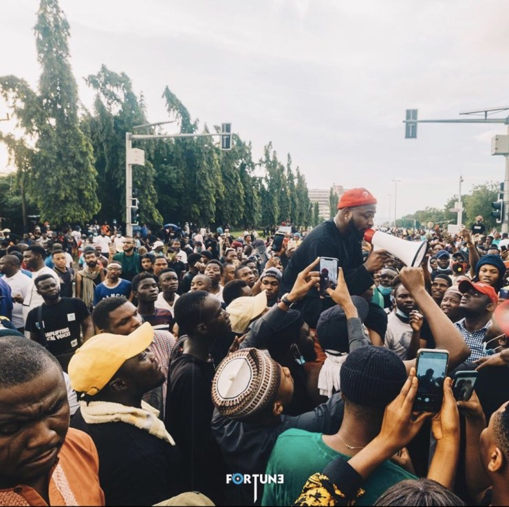 Davido joins #EndSARS protest in Abuja, secures the release of protesters (video)