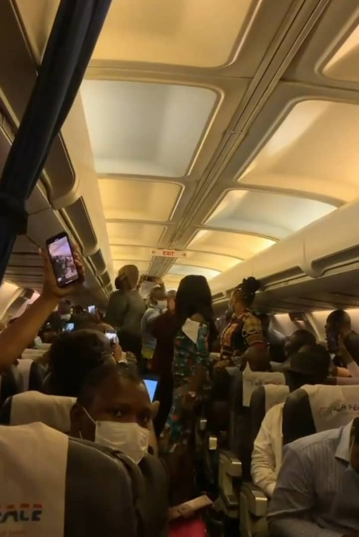 Lady escorted out of a commercial flight after she allegedly refused to put her