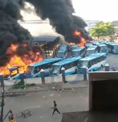 EndSARS: Hoodlums set BRT buses ablaze at Oyingbo Lagos state (video)