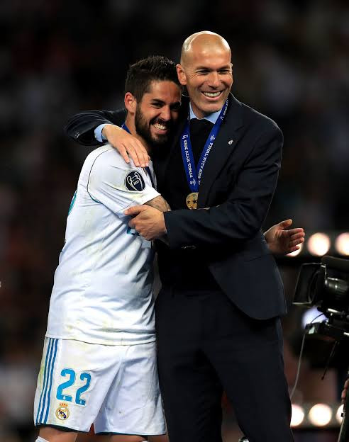 Real Madrid midfielder Isco hits out at manager Zinedine Zidane for ostracizing him