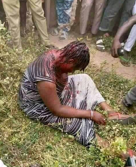 Woman reportedly beaten to pulp by angry mob for allegedly kidnapping children in Nasarawa (photos)