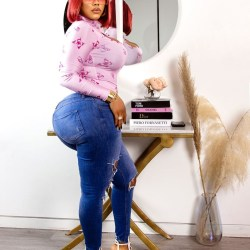 """Actress Daniella Okeke is posts new sexy picture to wish her fans a """"Happy New Year""""."""