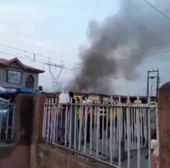 Fire razes shops in Surulere (video)