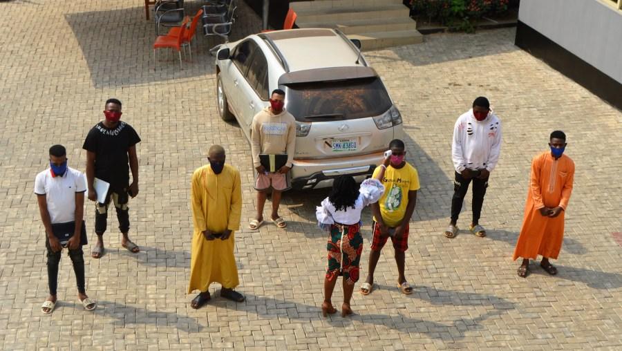 Seven suspected Internet fraudsters arrested in Ibadan (photo)