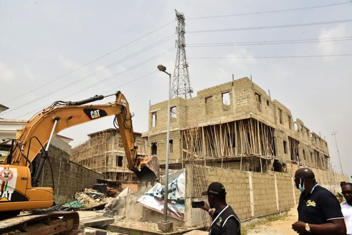 Lagos state govt demolish some properties in Banana Island for flouting building laws (photos)