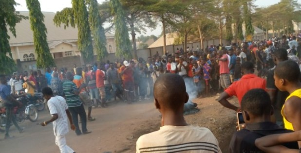 Mob sets young man ablaze in Benue for allegedly stealing N2000 (photos)