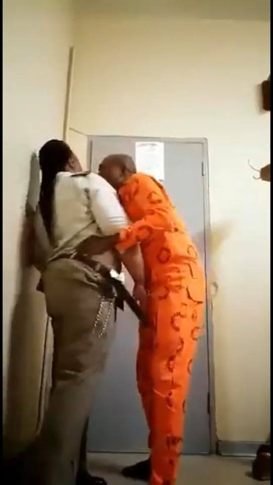 Female prison warder caught having unprotected sex with male inmate in office (18+ photos)