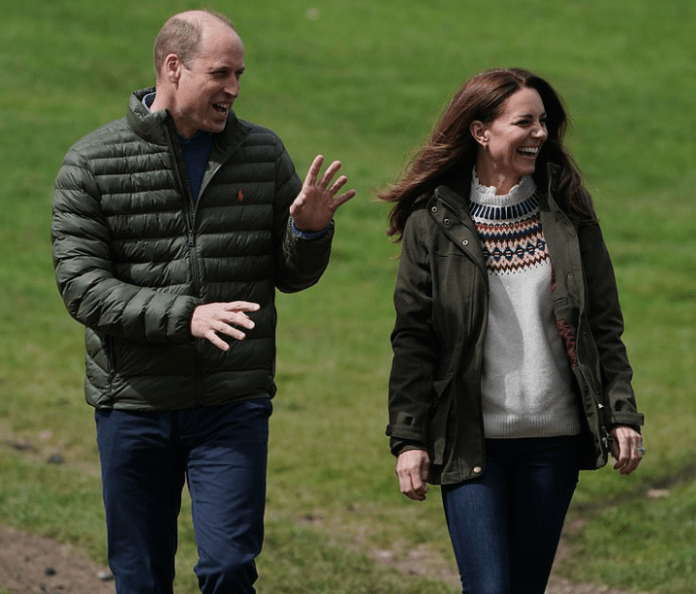 Kate Middleton and Prince William in good spirits as they play golf on farm visit (photos)