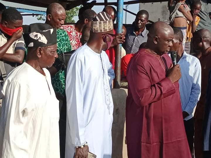 Update: Photo of traditional ruler at the funeral of victims of Benue IDP camp herders attack hours before he was killed by suspected Fulani herdsmen