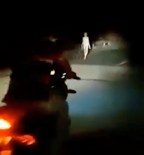 'Alien' figure with long limbs seen walking along bridge in the middle of the night (video)