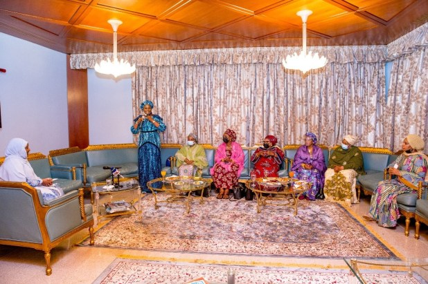 Aisha Buhari receives courtesy visit from wives of Service chiefs (photos)
