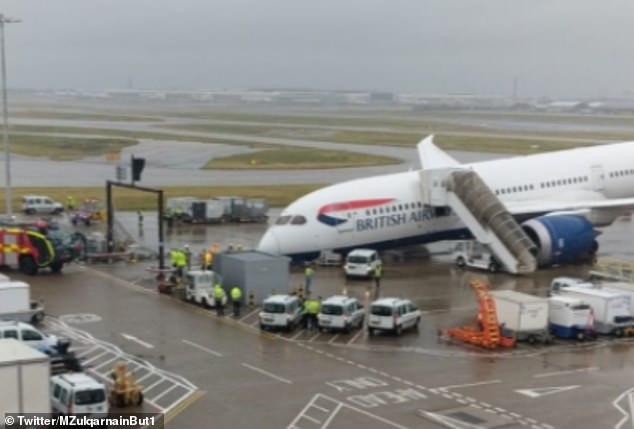 British Airways plane collapses on the tarmac at Heathrow Airport (Photos)