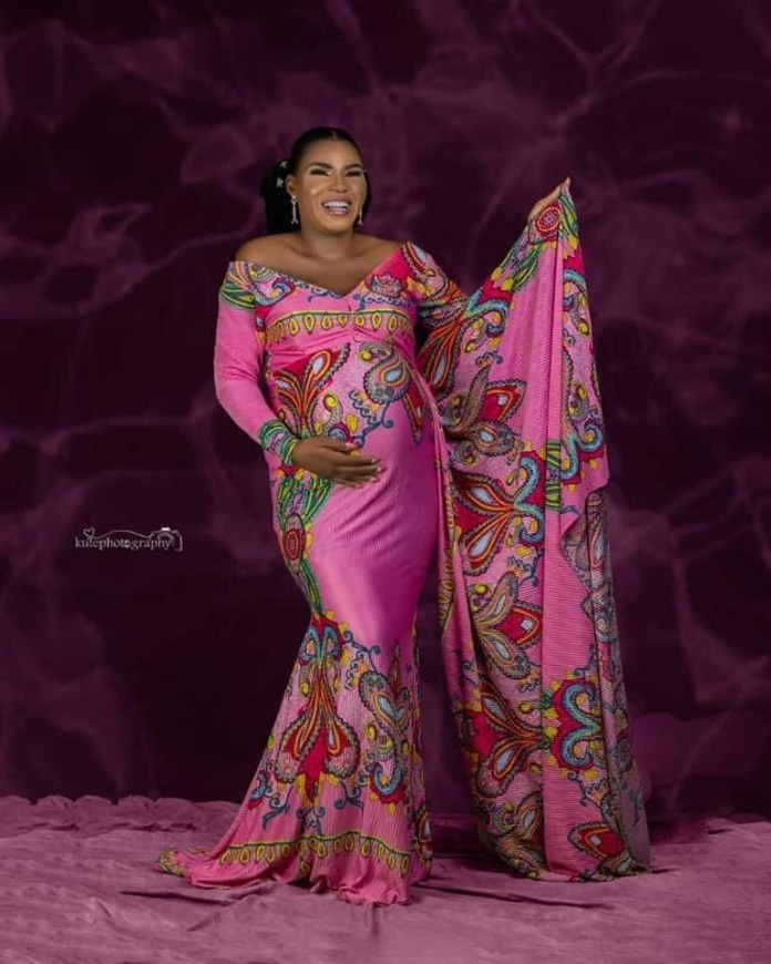 Family, friends share beautiful maternity photos as they mourn Nigerian woman who died during childbirth