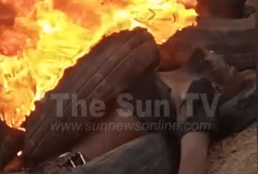 Mob sets two suspected robbers ablaze in Anambra (Graphic pictures)